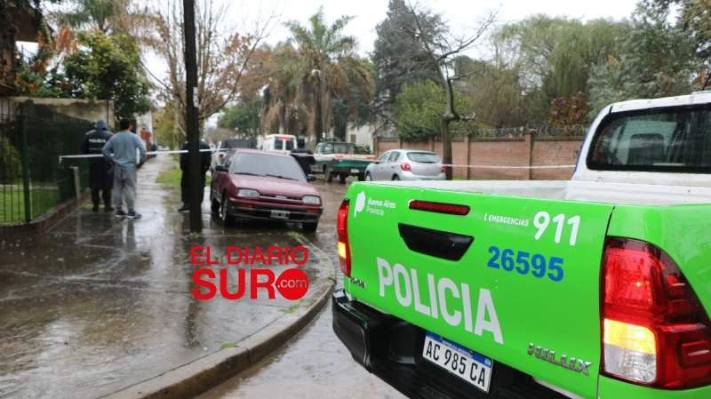 Una familia de Luis Guillón se atrincheró en su casa para evitar que los desalojen