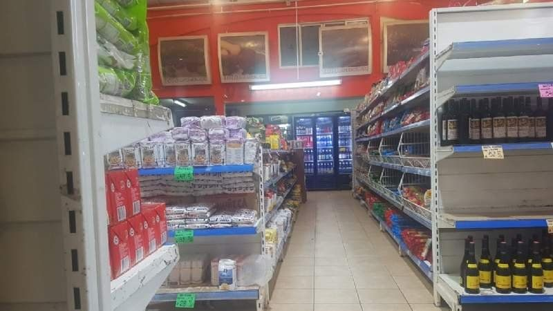 Supermercado chino: amenazó a inspector con un cuchillo y le sacaron mercadería vencida
