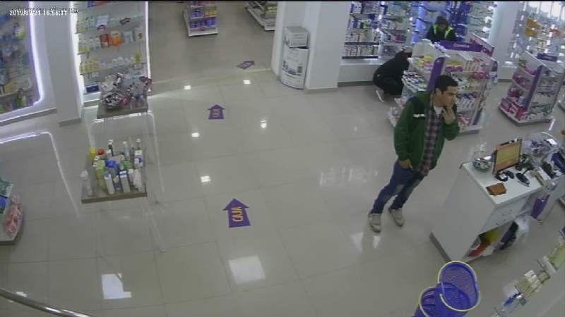 Video: Así robó un joven en una reconocida farmacia del centro de Monte Grande