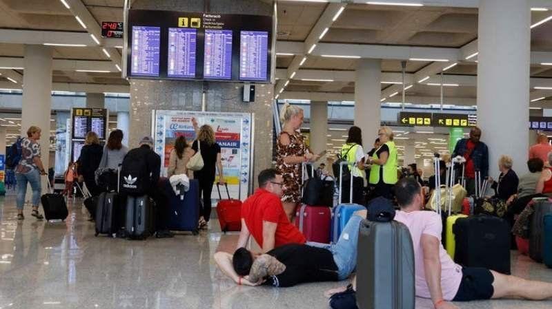 Importante empresa turística entró en quiebra: Cierran cuatro aerolíneas y dejan varados a 600 mil pasajeros