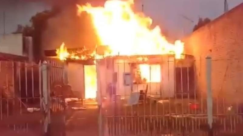 Villa Independencia: dos abuelitos sufrieron el incendio de su casa y lo perdieron todo