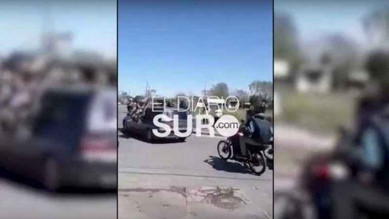 Una caravana de motos: Así se despidieron del joven atropellado por el policía