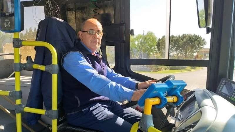 Tras 29 años al volante, un chofer del Expreso 51 celebró su día manejando