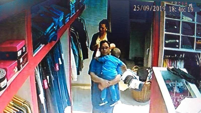 Mecheras robaron un local de Monte Grande con un bebé en brazos