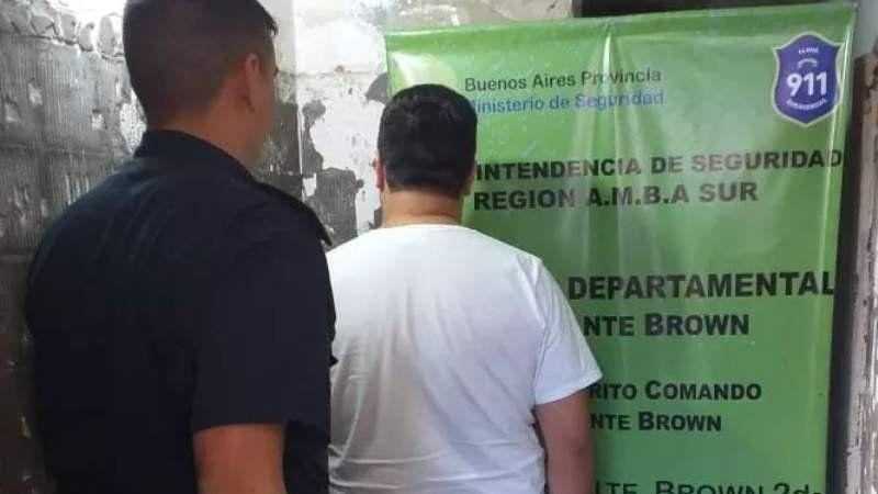 Detuvieron a falso médico que atendía en un colegio de Burzaco