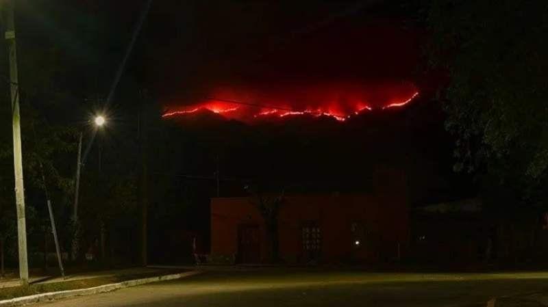 Incendio forestal azota las sierras de San Luis