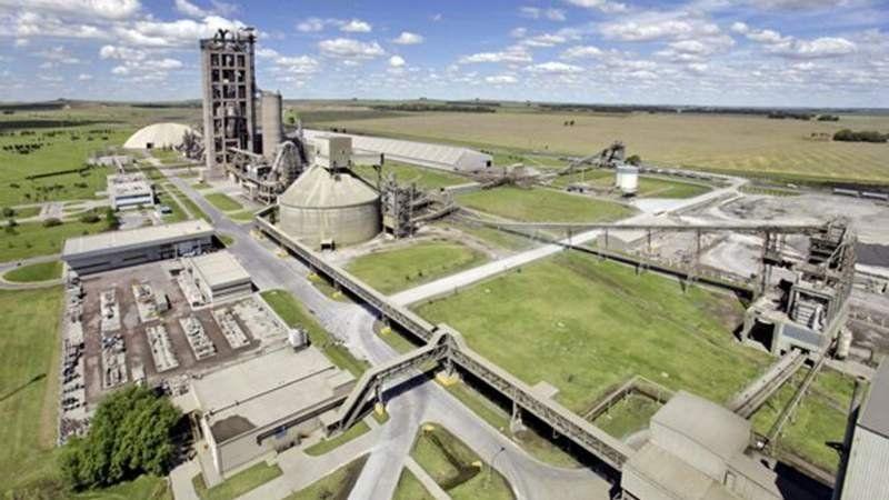 Cierra la primera fábrica de cemento del país y deja a 22 empleados en la calle
