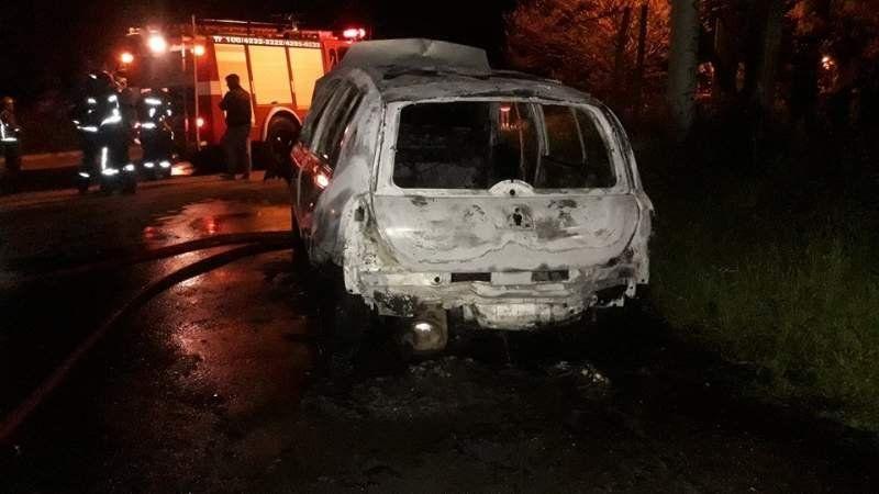 Misterio en Ezeiza: Tres autos se prendieron fuego ayer por la noche