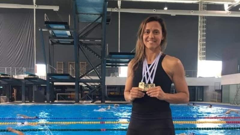 A los 45 años, una browniana fue campeona y rompió récords sudamericanos en natación