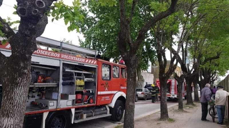 Incendio frente a la estación de Alejandro Korn: dos dotaciones de bomberos