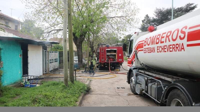 Incendio intencional en una casa de Monte Grande: hubo pérdidas totales