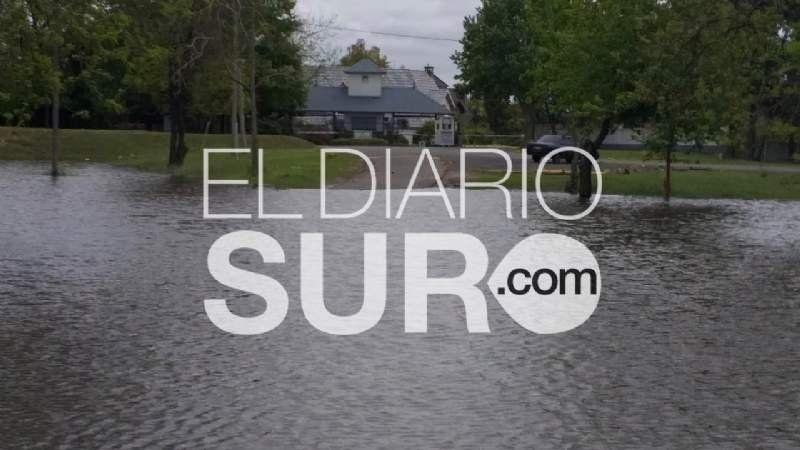 Un country sigue rodeado por inundaciones que superan el metro de altura