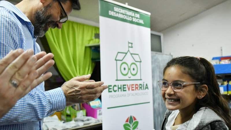 El Municipio continúa con la entrega de lentes en escuelas: hoy entregaron más de 400