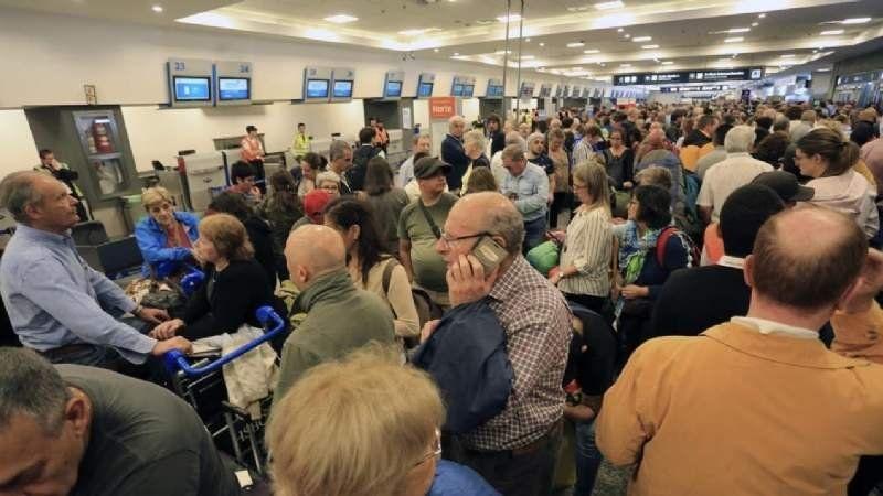 Paro sorpresivo de despachantes en el Aeropuerto de Ezeiza: hay más de tres mil pasajeros varados