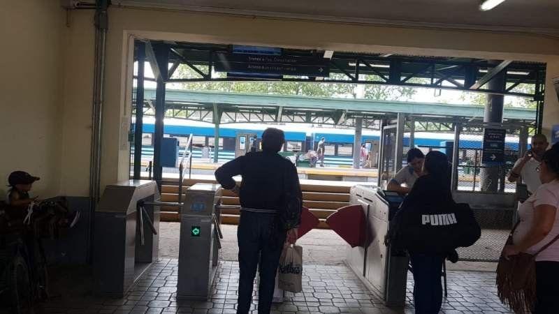 Tren Roca: por accidente fatal en Guernica hay demoras y cancelaciones desde Korn