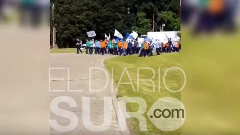Tensión en el Centro Atómico de Ezeiza: trabajadores iniciaron una manifestación dentro del predio