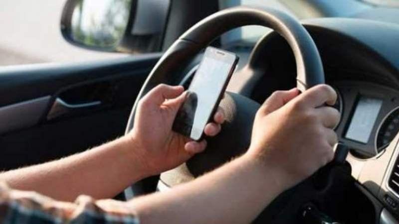 Más del 60% de los conductores admiten enviar audios de WhatsApp mientras manejan