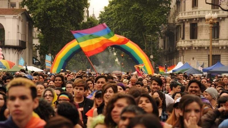 Llega la primera marcha del orgullo LGBT a Brown