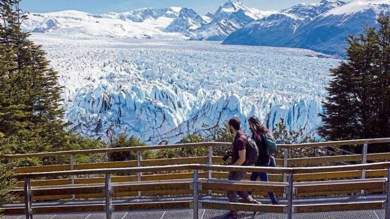 El glaciar Perito Moreno comenzó su ruptura de una manera inusual