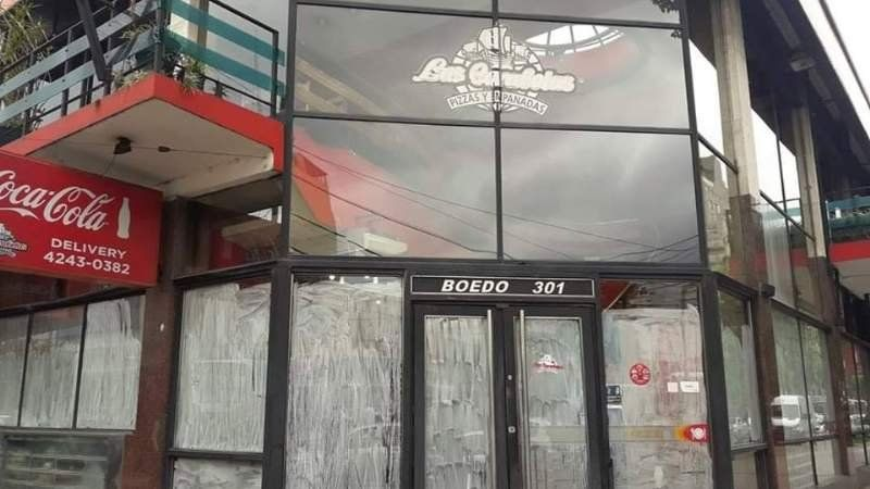 Cierra una emblemática pizzería del centro de Lomas