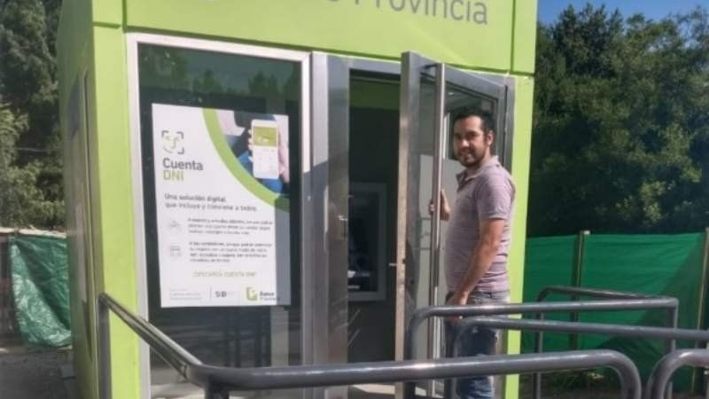 Ya funcionan los cajeros automáticos de Domselaar: alegría entre los vecinos
