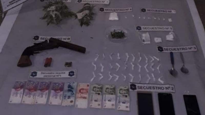Detuvieron a un vendedor de droga: distribuía cocaína y marihuana