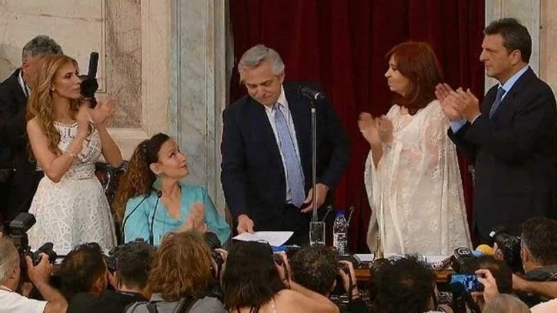 Jura Alberto Fernández: Vengo a convocar a la unidad de toda la Argentina