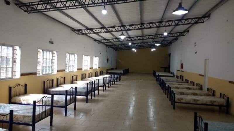 Llegaron las camas para el hospital de campaña del Deportivo San Vicente