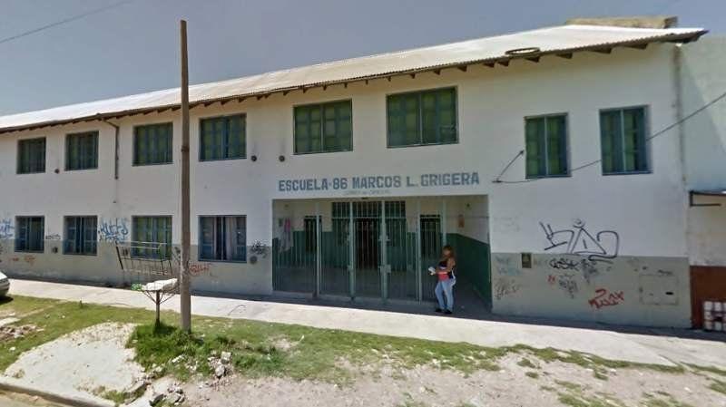Entregaban alimentos en una escuela, una madre tenía coronavirus y ahora están aislados