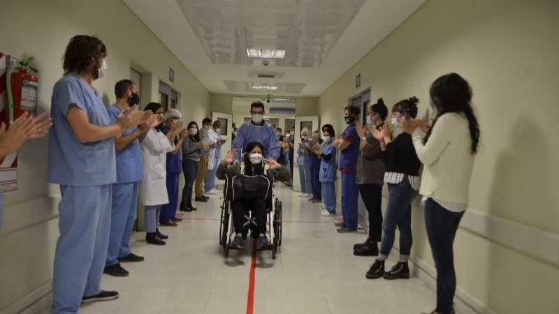 Dieron de alta a la primera paciente con Covid-19 del Hospital del Bicentenario