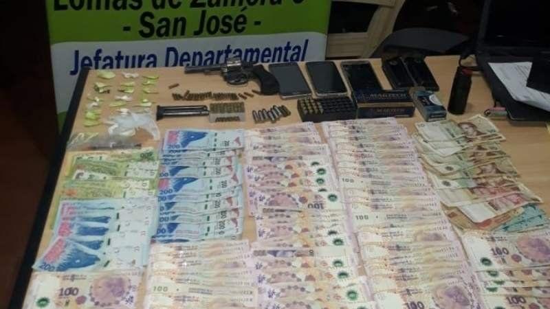 Drogas, armas y mucho dinero: cayó una banda de narcomenudeo en Temperley