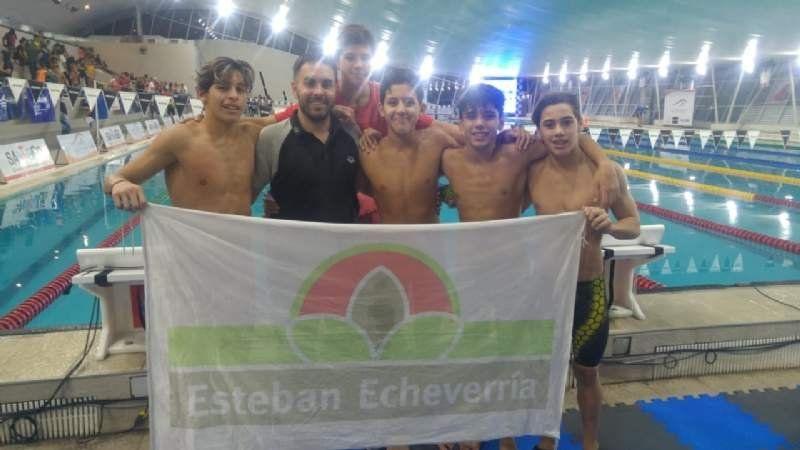 Natación: Esteban Echeverría hizo historia en Santiago del Estero