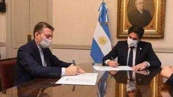 Fernando Gray junto al ministro Trotta: vuelven las netbooks