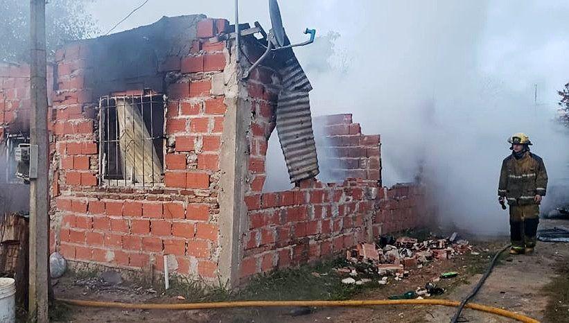 Incendio en Monte Grande: dos heridos y pérdidas totales