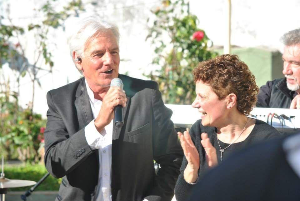 Sergio Denis: el día que le cantó a una vecina de Banfield