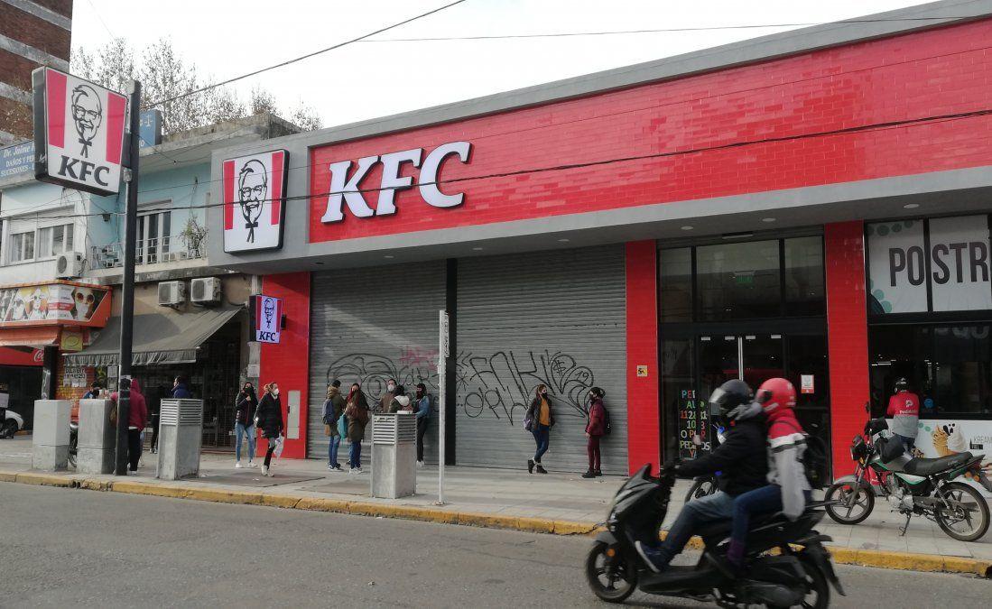 Paro en KFC Monte Grande: denuncian graves irregularidades