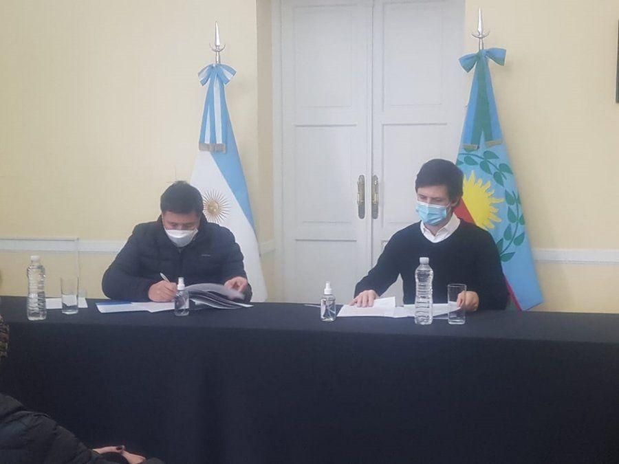 San Vicente: Mantegazza y Daniel Arroyo firmaron convenios