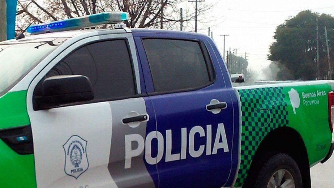 Dos delincuentes hicieron un boquete y robaron varias prendas de un local de ropa en Ezeiza