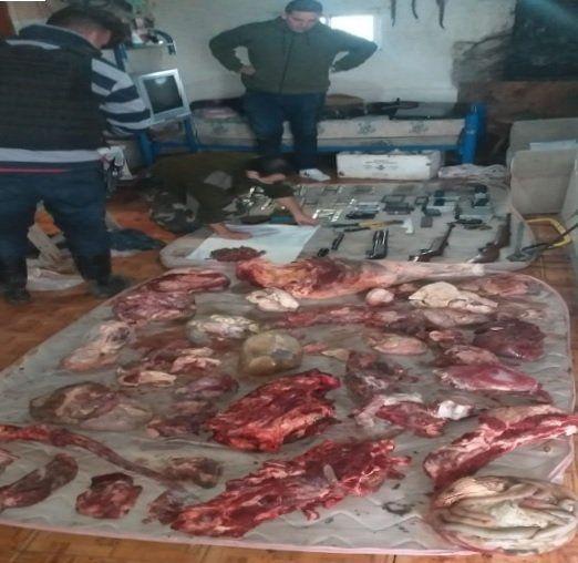 Allanamientos y detenidos en el campo de San Vicente: secuestran armas, carne y vehículos