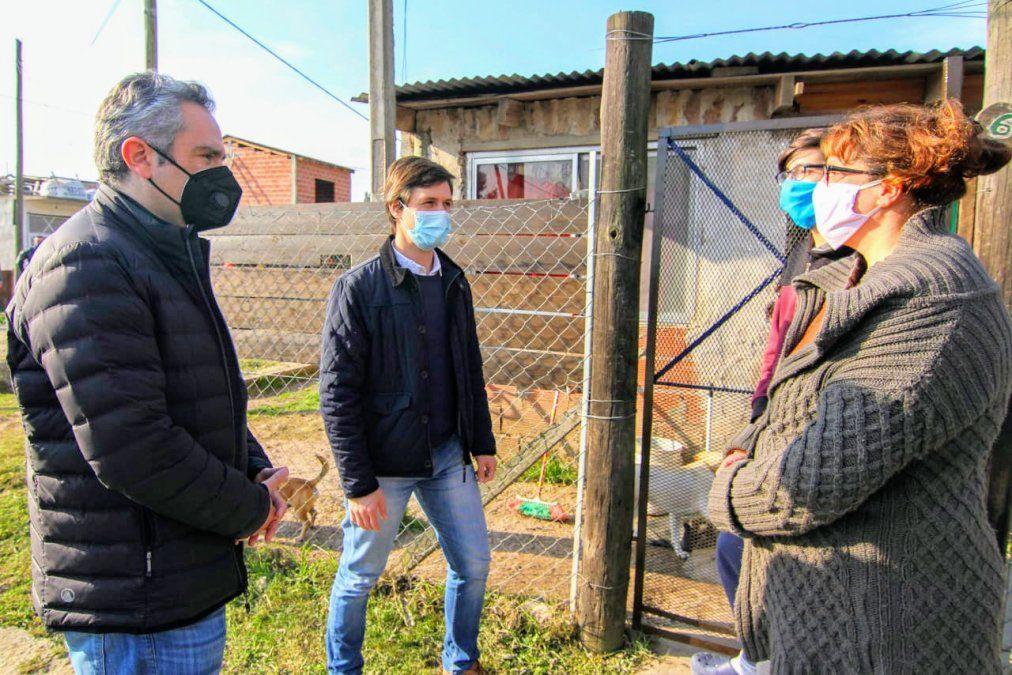 San Vicente: Mantegazza y Larroque firmaron convenios de asistencia para más de 100 familias