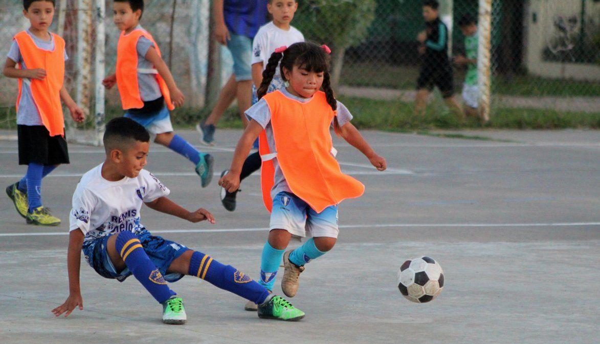 Martina solo quiere jugar: el drama de las nenas en el fútbol infantil