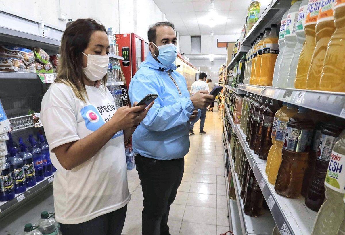 La intendenta de Lomas de Zamora, Marina Lesci, se mostró controlando precios en supermercados.