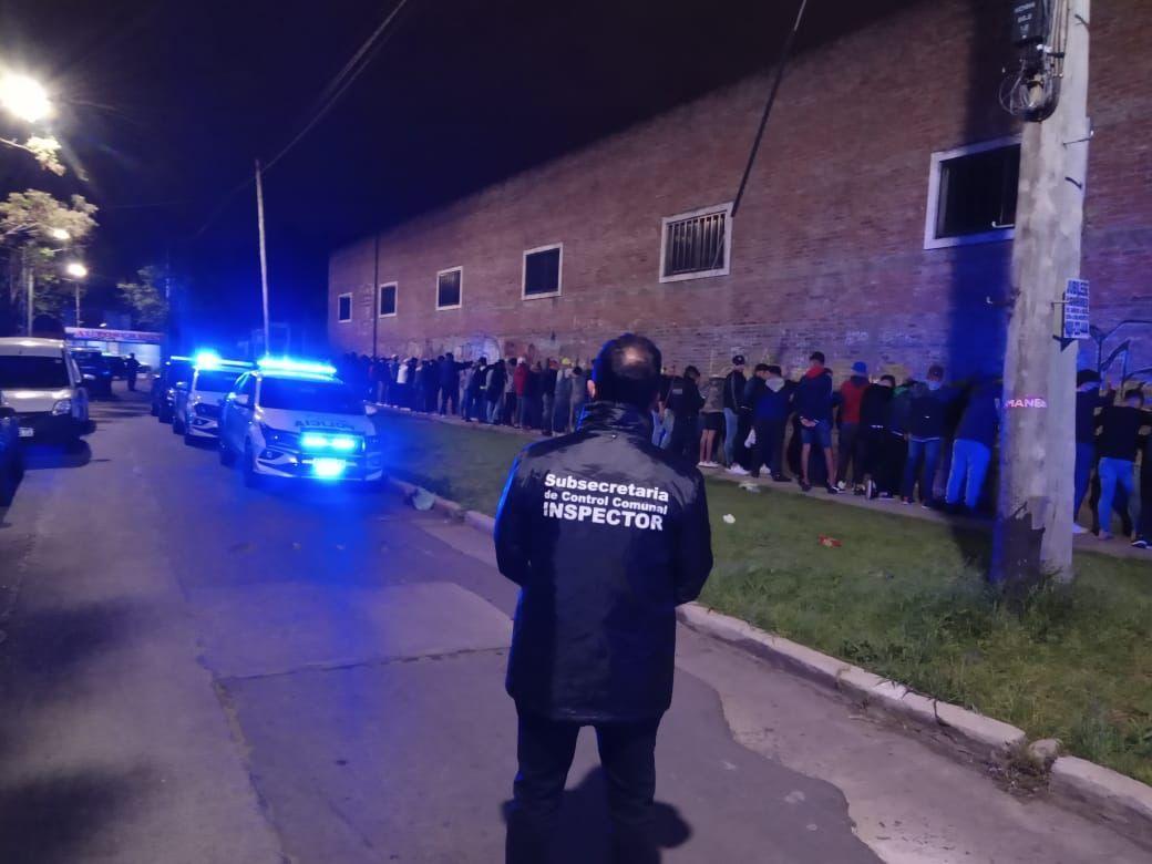Enorme fiesta clandestina en Lanús: más de 250 detenidos