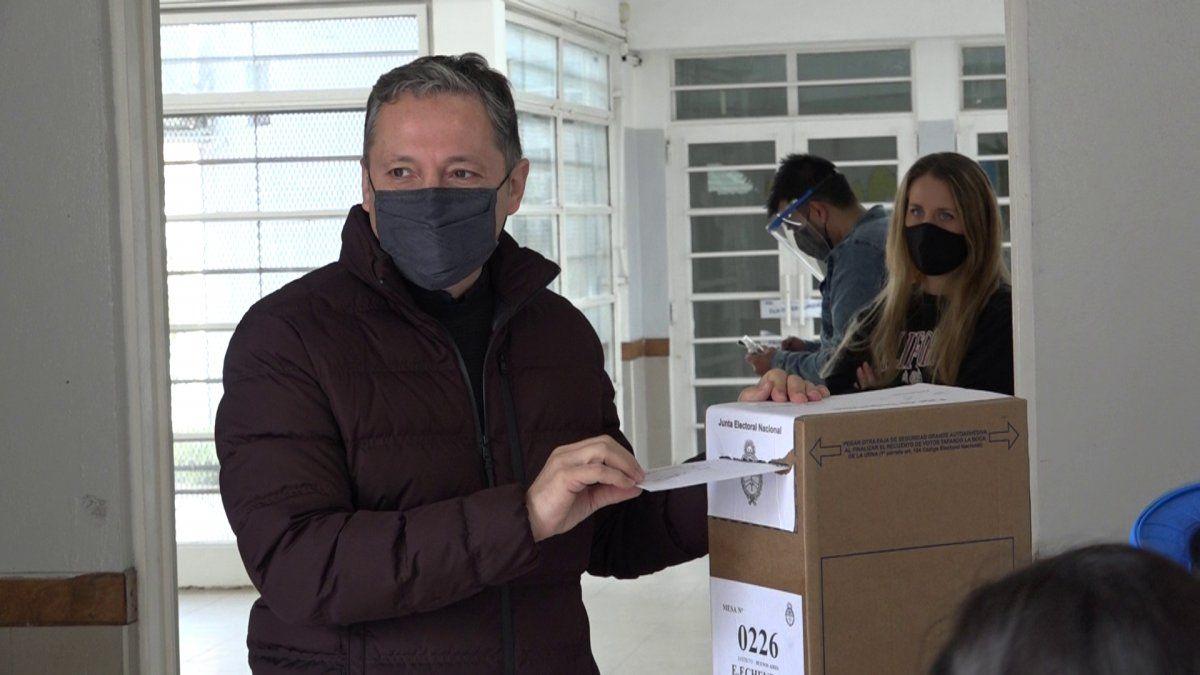 Votó Fernando Gray: Le pido a la gente que ejerza su derecho