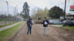 esteban echeverria: fernando gray recorrio obras de pavimento en luis guillon