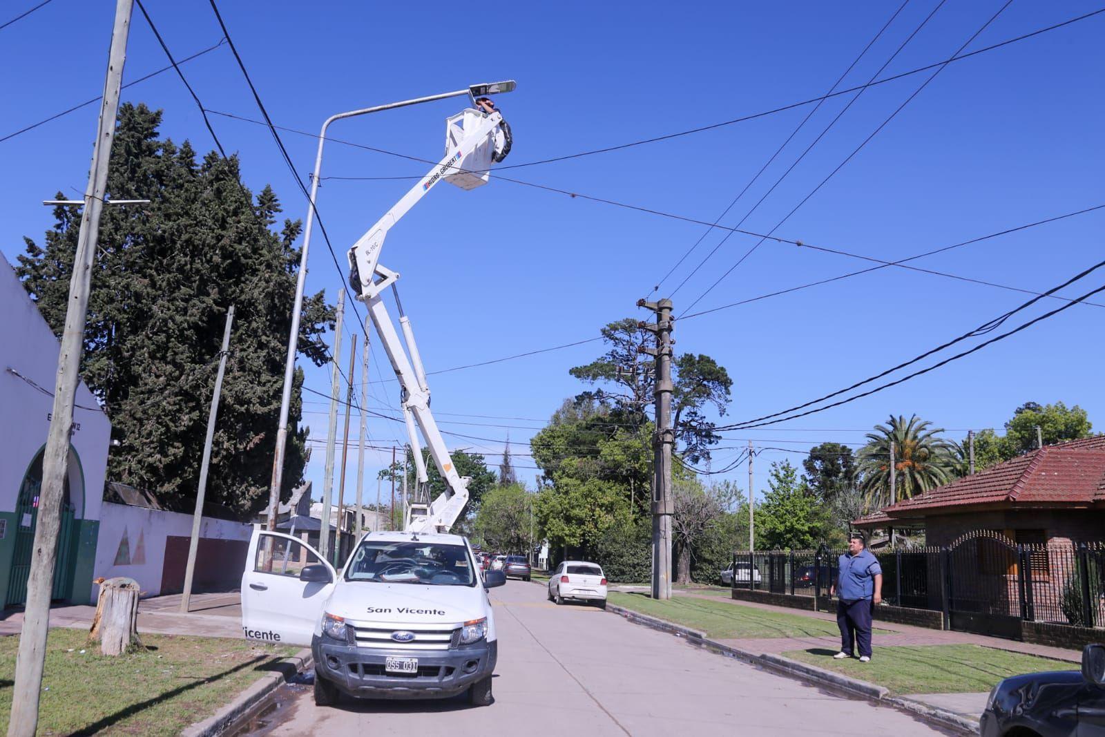 instalaron nuevas luminarias en cercanias a escuelas de san vicente y alejandro korn