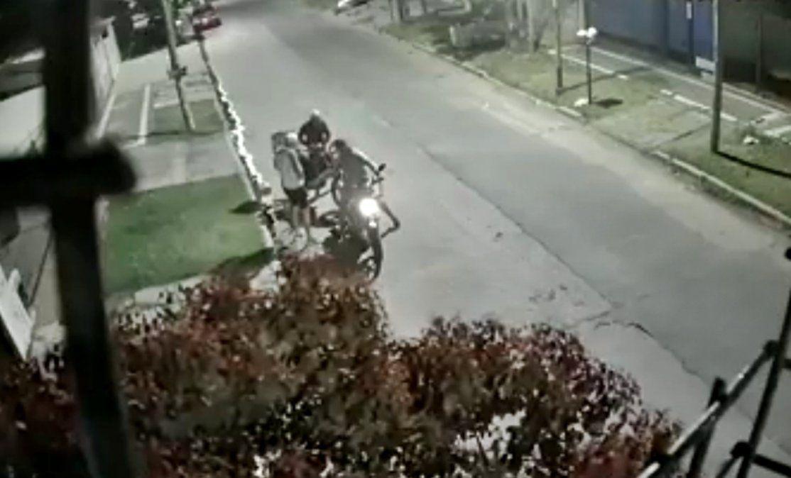 Insólito: le robaron la moto en Banfield y tuvo que explicarles cómo arrancarla