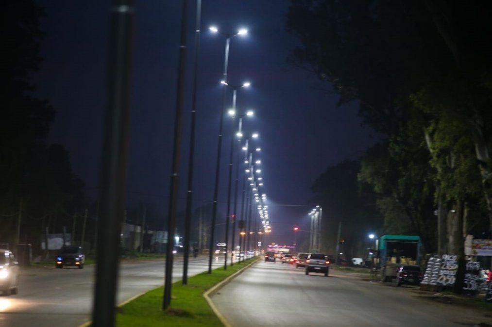 Toda la Ruta 210 en Alejandro Korn ya tiene iluminación LED y funciona el nuevo semáforo
