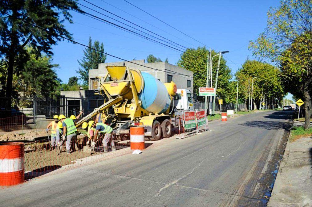 Mejoran el asfalto en avenidas de Monte Grande