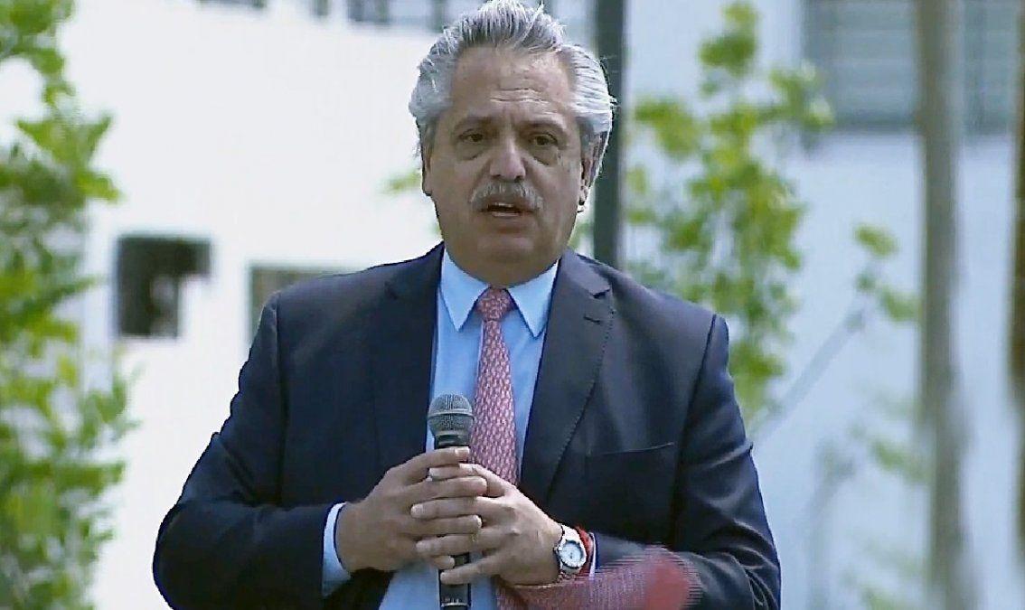 Alberto Fernández entregó viviendas en Canning: Estamos cumpliendo con la palabra empeñada